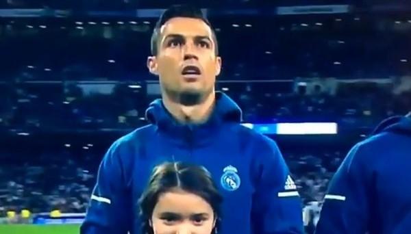 Роналду спел гимн Лиги чемпионов, показав пример Ракицкому