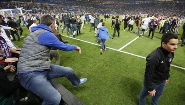 Фанаты «Бешикташа» устроили беспорядки перед игрой с «Лионом»