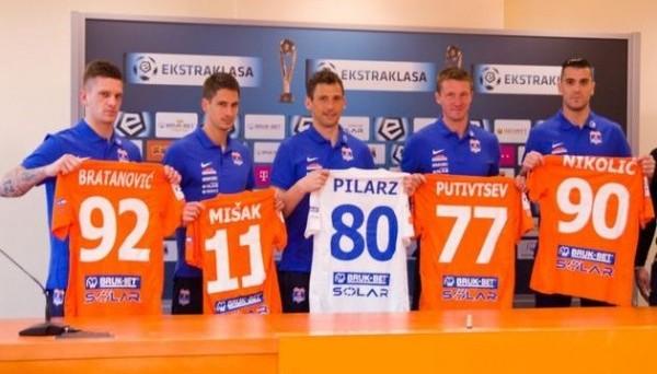 Артем Путивцев (второй справа)
