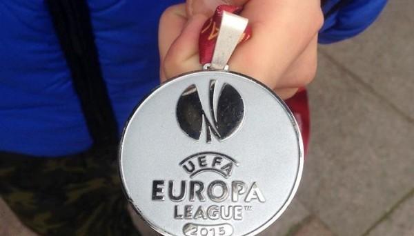 Зозуля выставил медаль финалиста Лиги Европы нааукцион