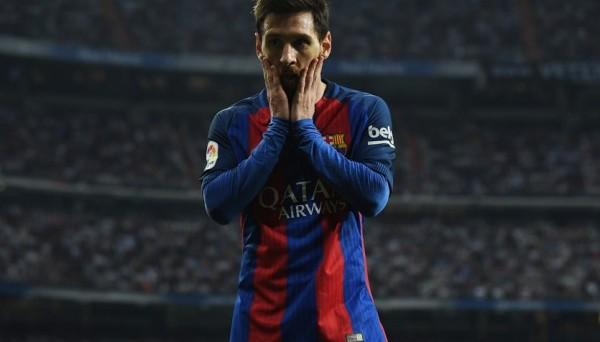 Месси в перерыве матча с Реалом выплюнул выбитый зуб