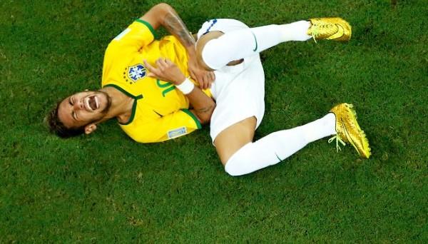 Неймар покинул тренировку сборной Бразилии после стыка с игроком «Барселоны»