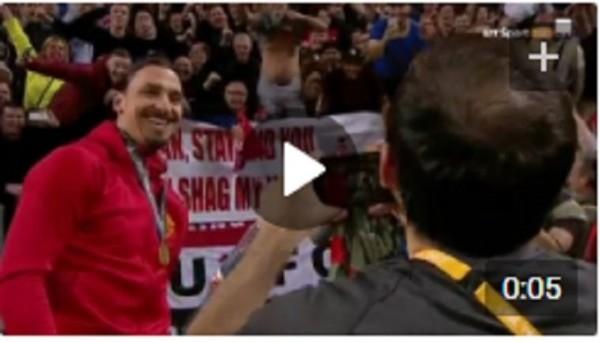 Ибрагимович на фоне того самого баннера с заманчивым предложением