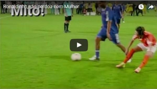 Изящный прием Роналдиньо, уложивший футболистку на газон