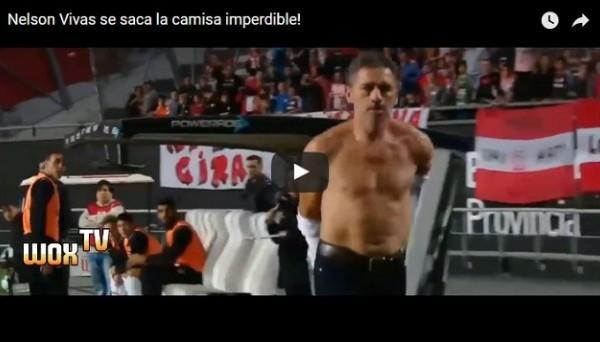 Аргентинский тренер так взбесился после удаления, что сорвал с себя рубашку