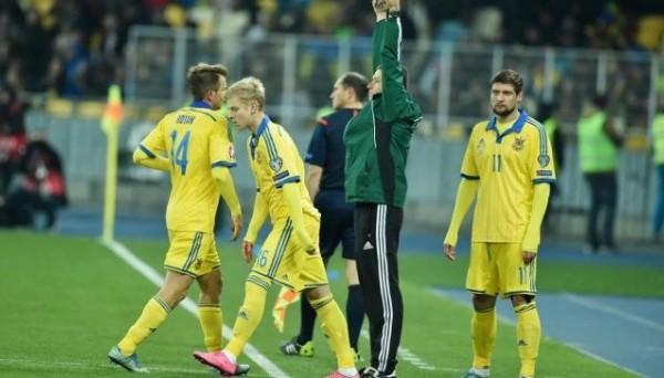 Зинченко выходит на замену, фото: football24.ua