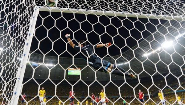 Невероятный гол колумбийского защитника